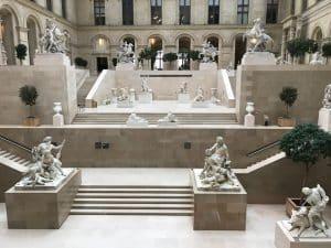 Passeio pelos jardins do Louvre, Paris - França