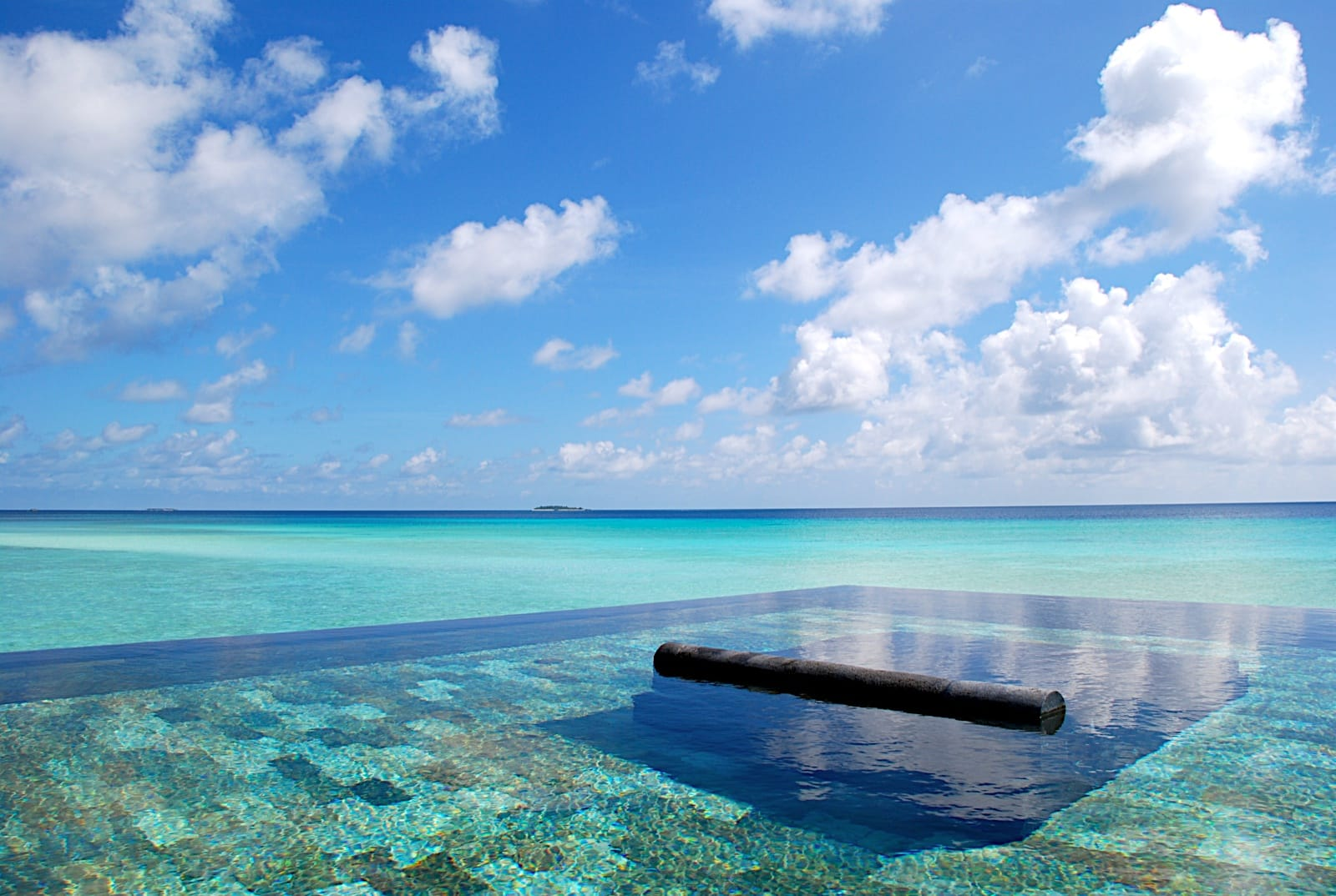 spa-pool-at-the-reethi-rah-one-and-only-resort-in-maldives