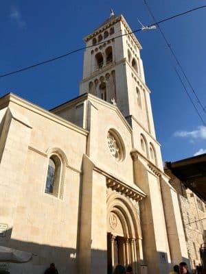 Christian Quarter, a via sagrada em Jerusalém.